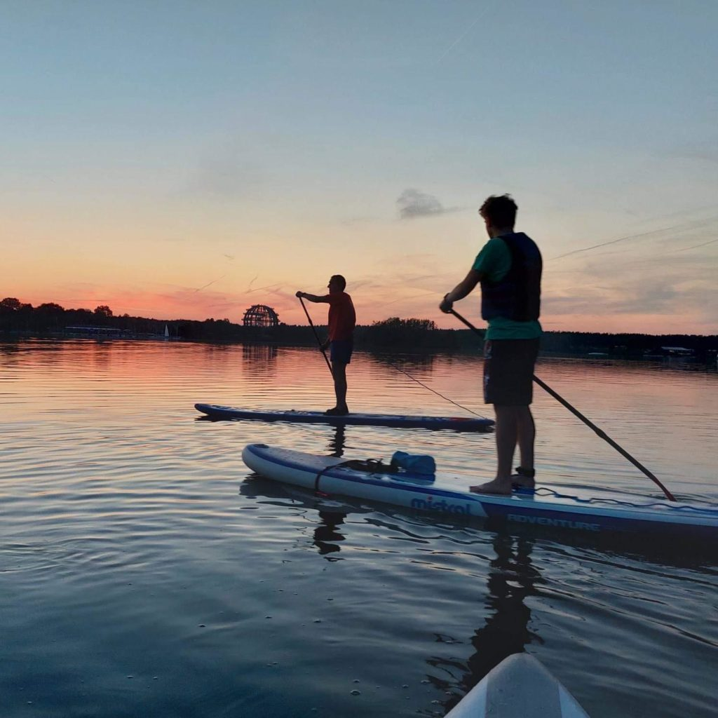 SUP-Tour mit safeand.fun, Stand up Paddling, Stehpaddeln bei Nacht, Steinberger See
