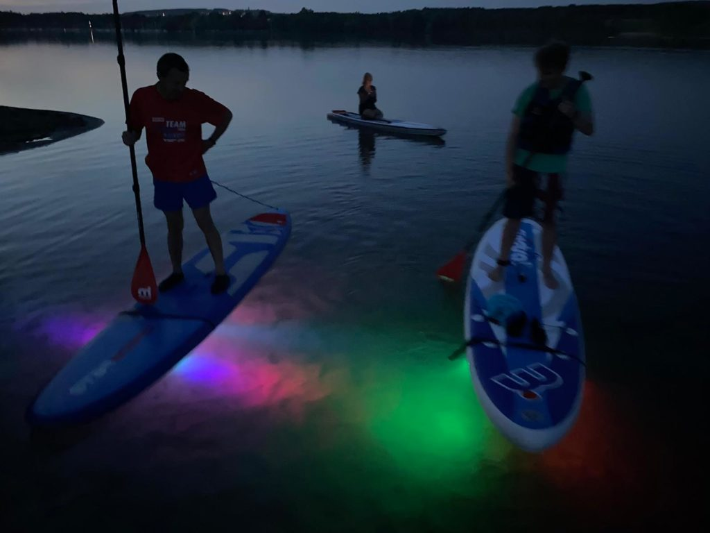 Aktion, SUP-Tour mit safeand.fun, Stand up Paddling, Stehpaddeln bei Nacht, Steinberger See
